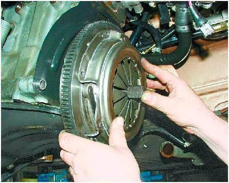 Как заменить сцепление на ВАЗ 2107?
