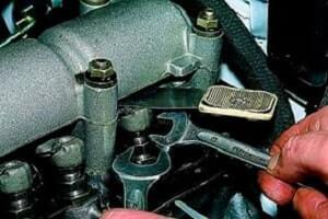 Как самостоятельно отрегулировать клапана на ВАЗ 2107?